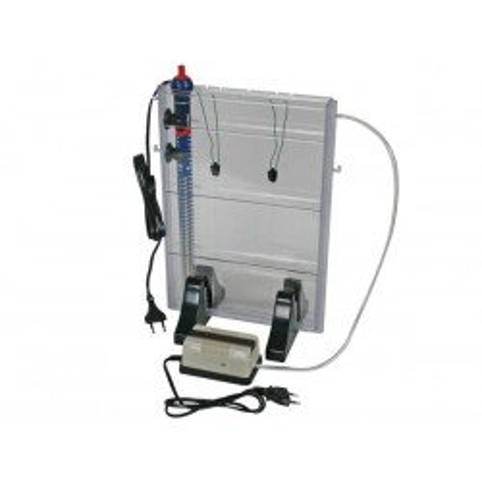Machine à graver comprenant bac, pompe, chauffage et pinces de fixation