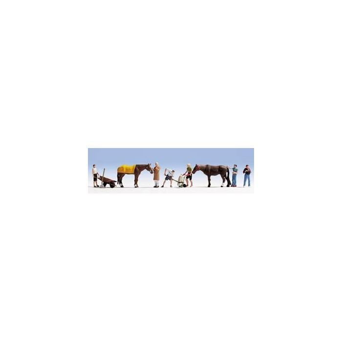 HO / Travail d'écurie : 6 figurines + 2 chevaux + accessoires