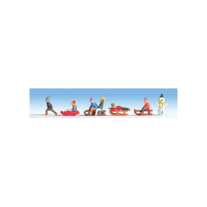 HO / Enfants jouant sur la neige