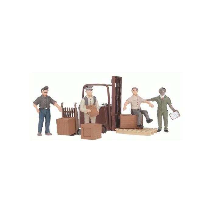 Ouvriers et chariot élevateur